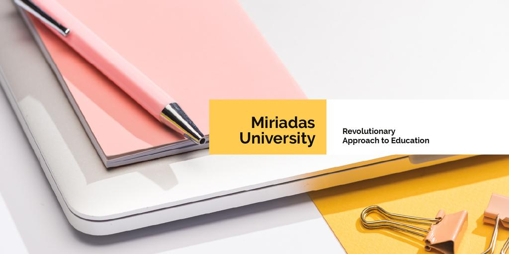 University profile with stationery on table — Maak een ontwerp