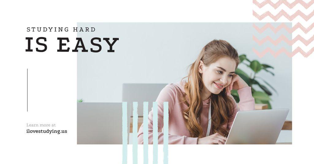Woman working on laptop — Crear un diseño