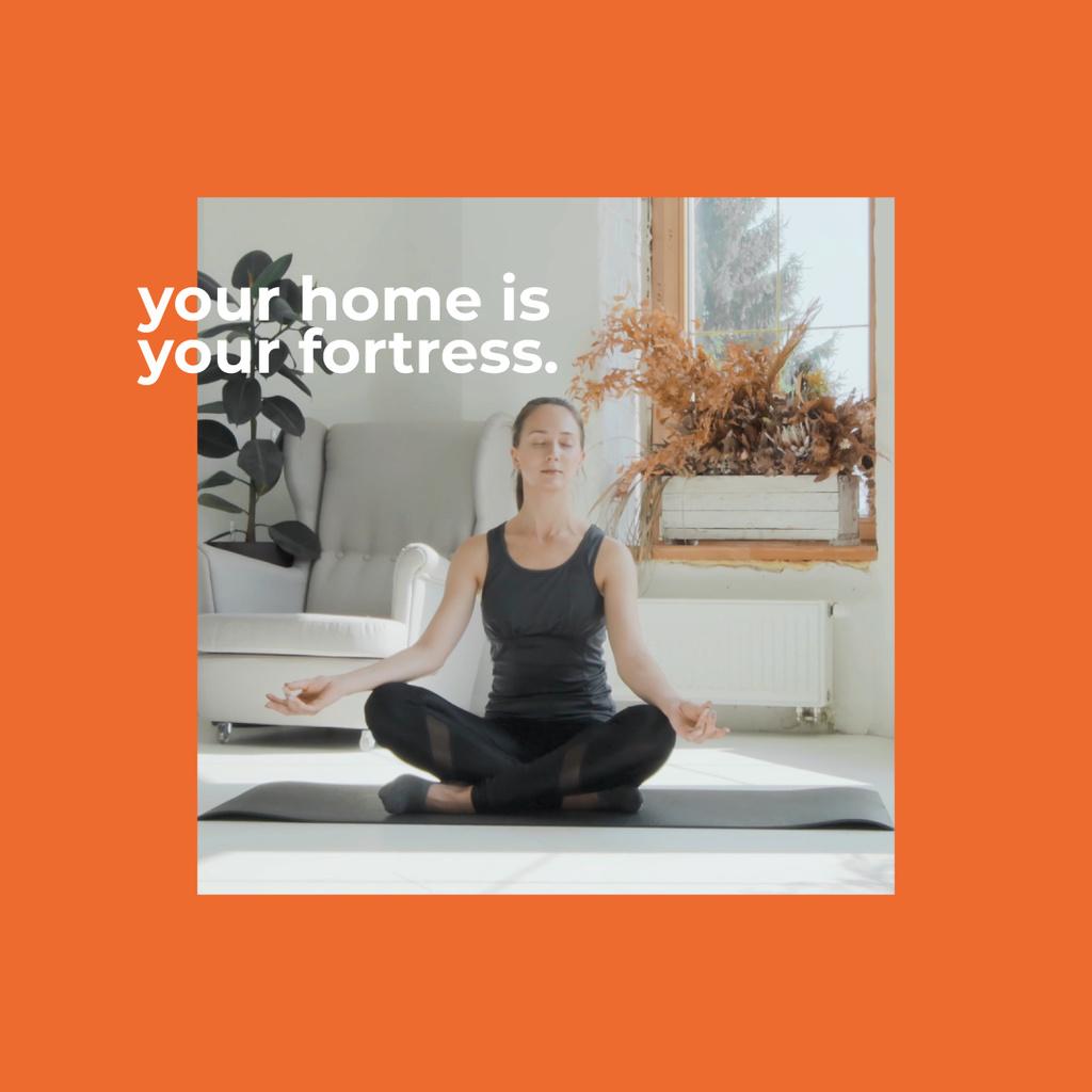 Woman meditating at Home — Modelo de projeto