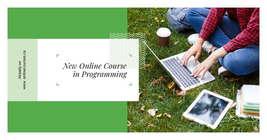Man working on laptop on Grass — Créer un visuel
