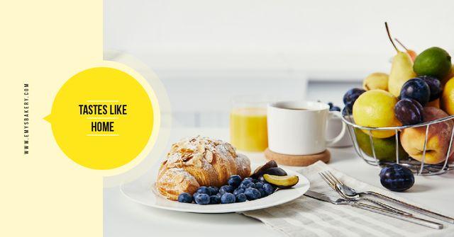 Plantilla de diseño de Cafe Promotion Croissant with Blueberries and Almonds Facebook AD