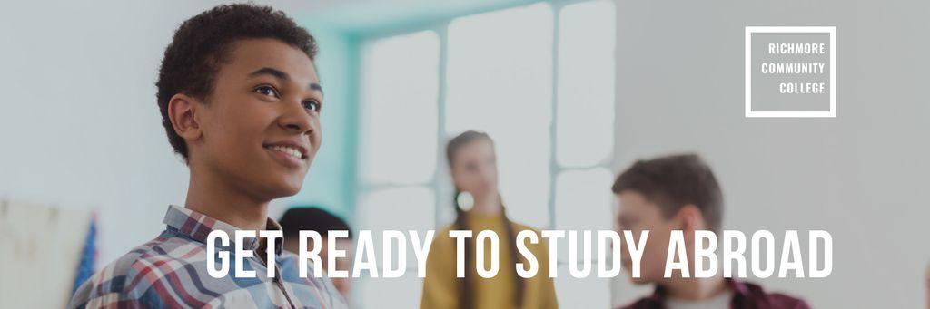 Abroad Education Program Students in Classroom — Modelo de projeto