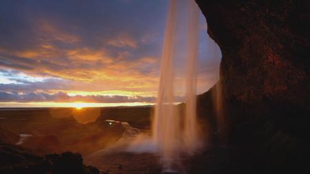 Plantilla de diseño de Waterfall with Majestic Sunset Zoom Background