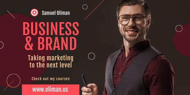 Szablon projektu Marketing Event Announcement with Smiling Businessman Twitter