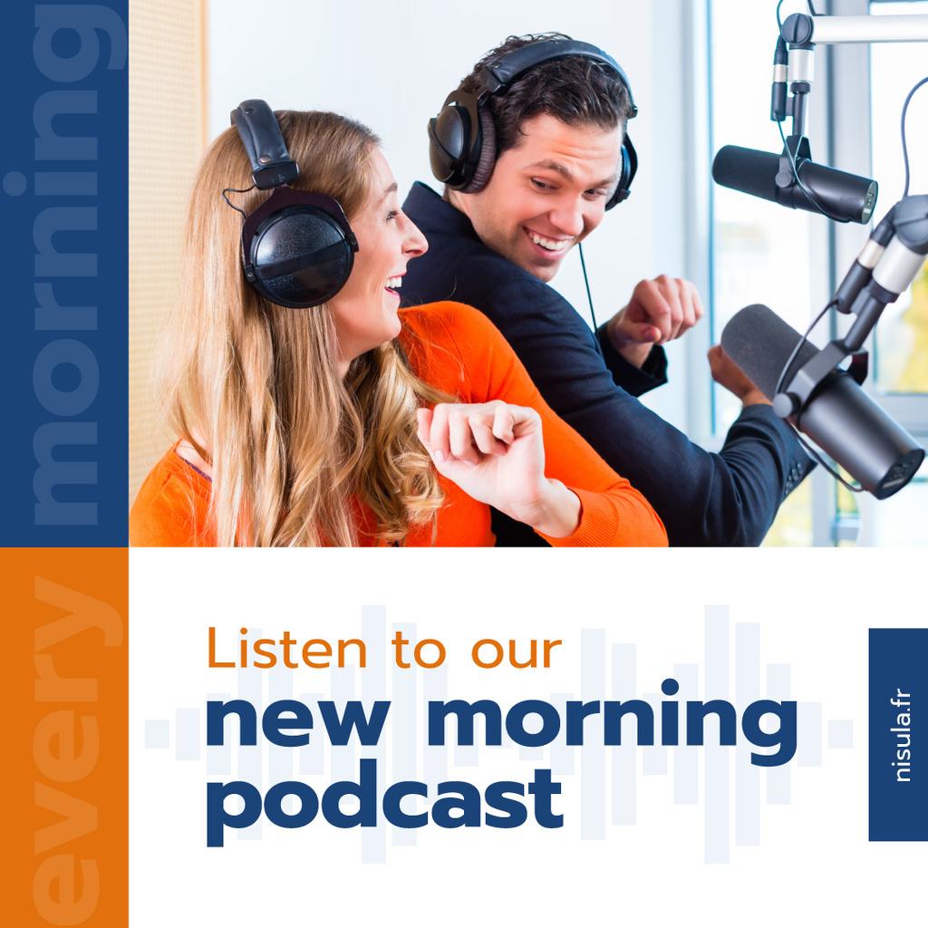 Radio Podcast Announcement Presenters in Studio — Crear un diseño