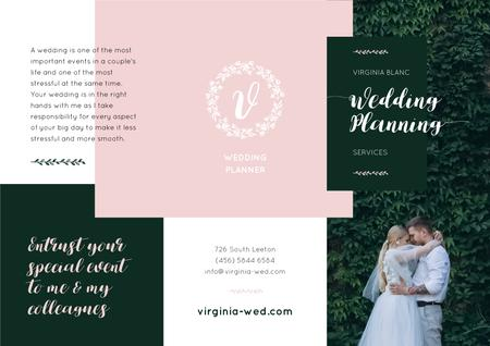Plantilla de diseño de Wedding Planning with Romantic Newlyweds in Mansion Brochure