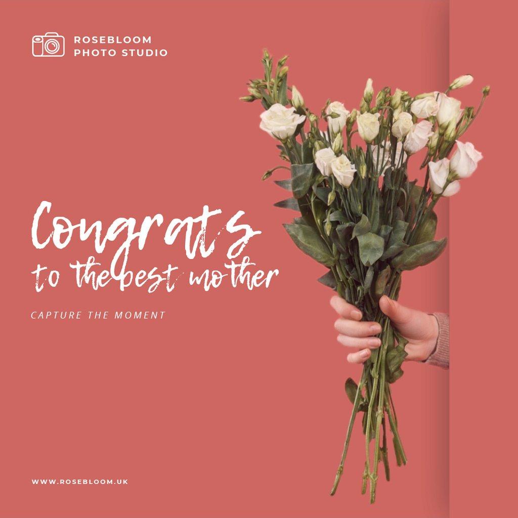 Woman holding bouquet of roses — Crear un diseño