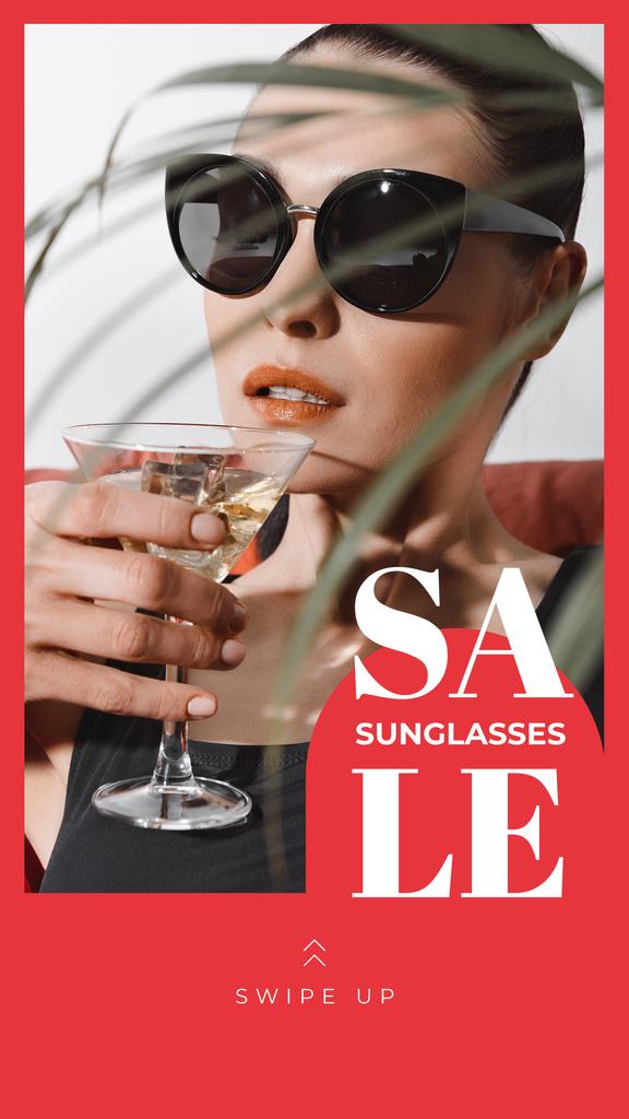Sunglasses Sale Woman in Glasses Drinking Cocktail - Bir Tasarım Oluşturun