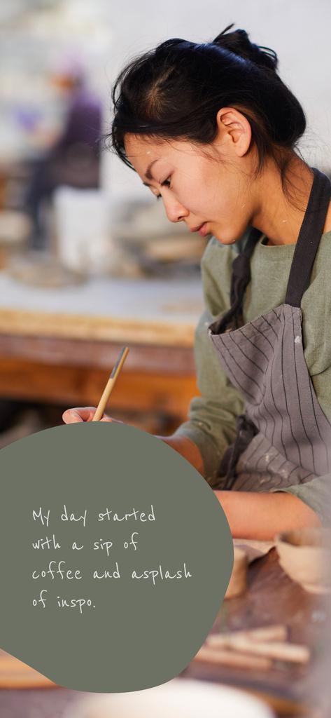 Woman Creating at Pottery — Crear un diseño