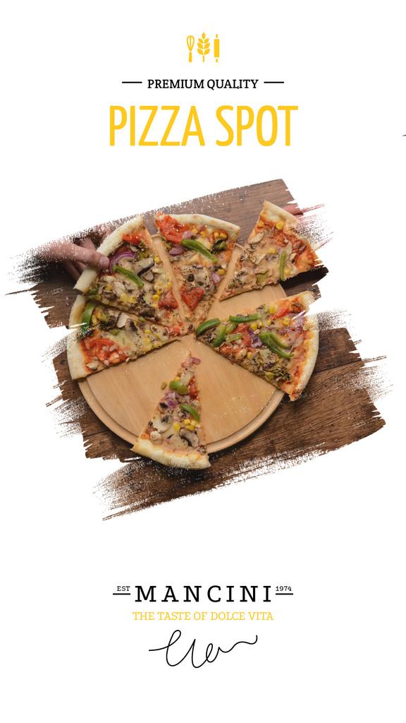 Sharing slices of pizza in restaurant — Modelo de projeto
