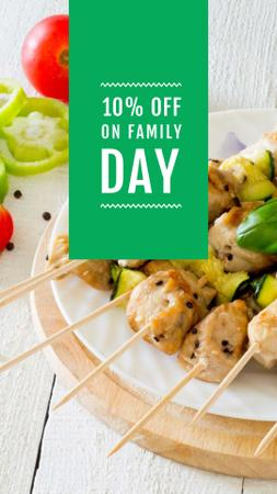 BBQ Grilled Chicken on Skewers for Family Day Instagram Story Modelo de Design