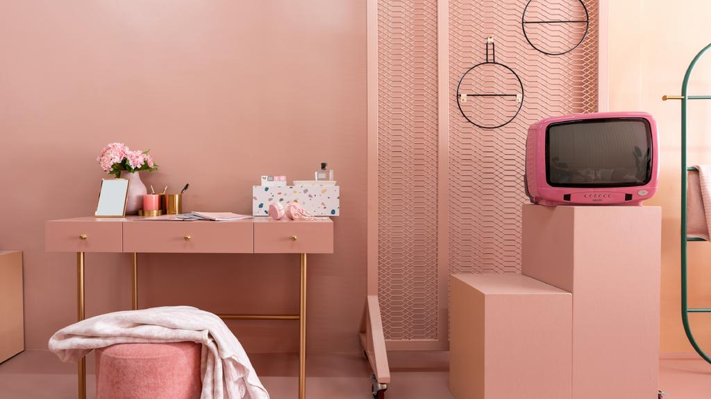 Cosmetics on table in pink Room — Crea un design