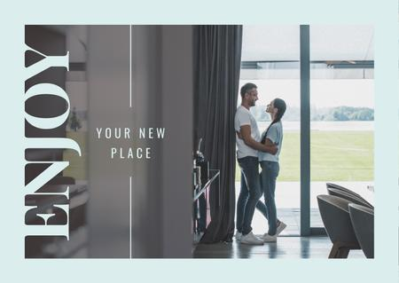 Real Estate Ad with Couple Hugging in their Home Postcard Modelo de Design