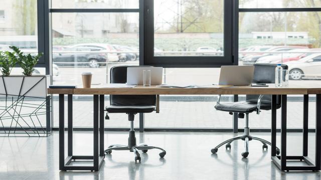 Plantilla de diseño de Modern Workplace Office Interior Zoom Background