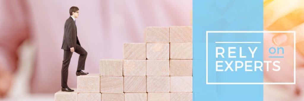 Businessman walking on wooden blocks — Modelo de projeto