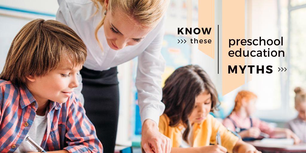 Modèle de visuel Teacher helping kids - Twitter
