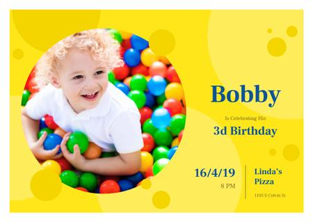 Modèle de visuel Birthday Invitation with Child in ball pit - Card