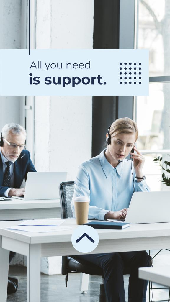 Customers Support Team Working in Headsets — Створити дизайн