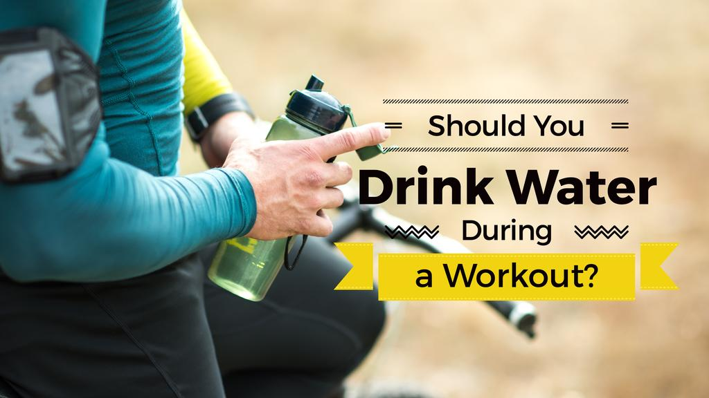 Drink water during workout with man holding bottle — Modelo de projeto