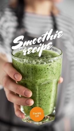 Modèle de visuel Woman holding Green Smoothie - Instagram Story