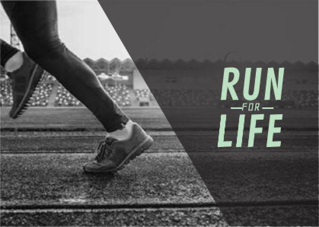 Modèle de visuel Man in sport shoes running on stadium - Card