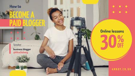 Woman Video Blogger Presenting by Camera Full HD video Modelo de Design