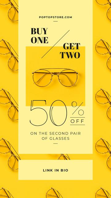Aviator glasses on yellow background Instagram Story Modelo de Design
