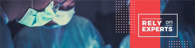 Plantilla de diseño de Quote with surgeons in clinic Twitter