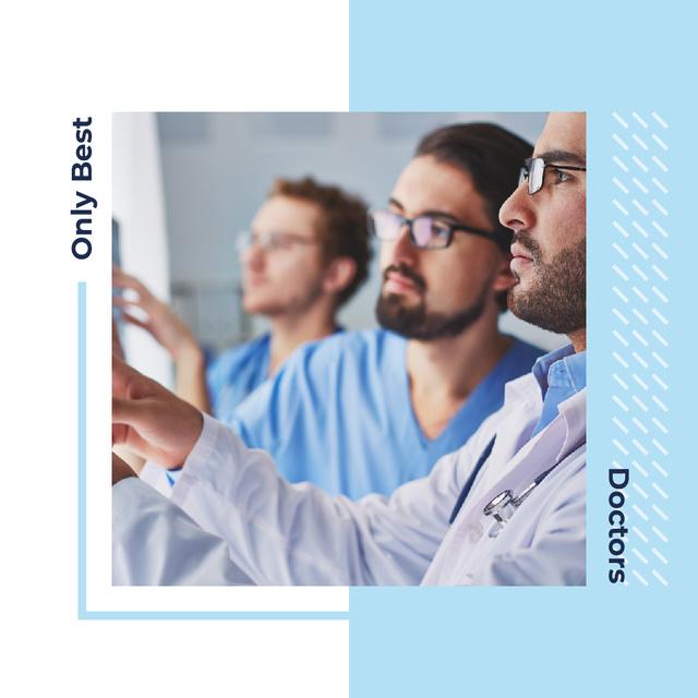 Modèle de visuel Team of confident doctors - Instagram AD