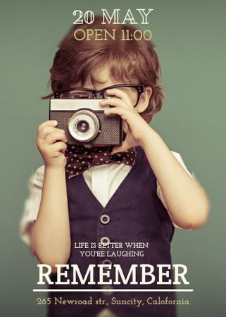 Designvorlage Motivational quote with Child taking Photo für Flayer