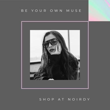 Fashion Store ad Stylish woman wearing Sunglasses Instagram Modelo de Design