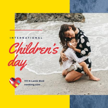 Children's Day Child with mother on the beach Instagramデザインテンプレート