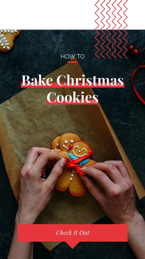 Woman decorating Christmas ginger cookies — Crear un diseño