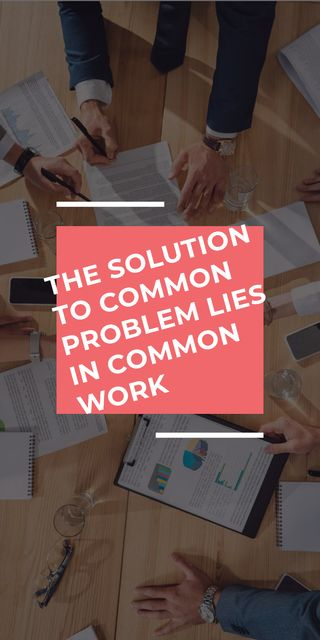 Ontwerpsjabloon van Graphic van Teamwork Quote Colleagues Working on Report