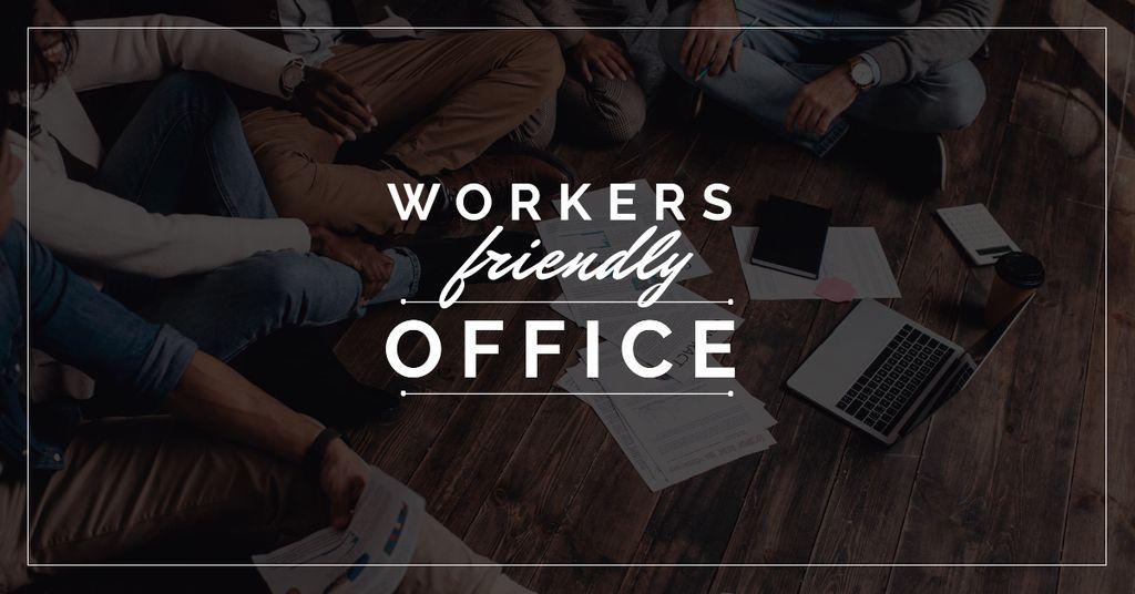 Ontwerpsjabloon van Facebook AD van Business Team Working on a Floor