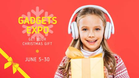 Gadgets Expo Announcement with Girl holding Gift FB event cover Modelo de Design