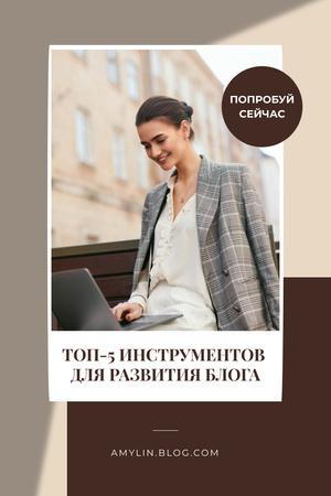 Businesswoman Blogger working on Laptop Pinterest – шаблон для дизайна