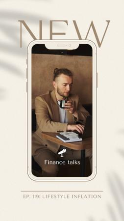 Ontwerpsjabloon van Instagram Video Story van Podcast Topic Announcement with Man using Laptop