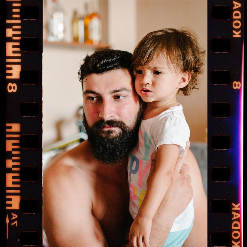 Plantilla de diseño de Father with his Little Kid Instagram