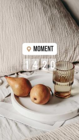 Designvorlage Pears and Glass of Water in Bed für Instagram Story