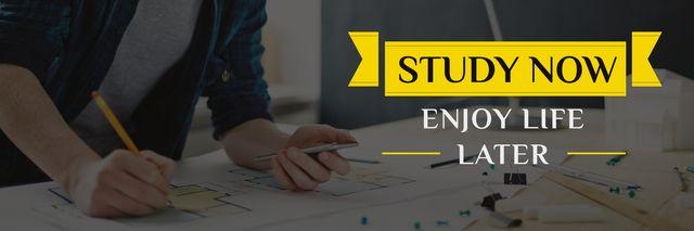 Plantilla de diseño de Student working with blueprints and motivational quote Twitter