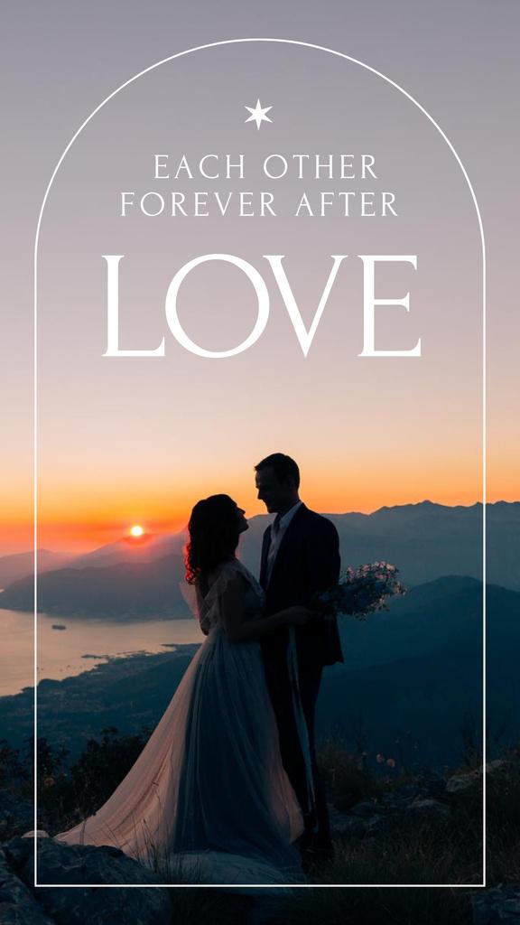Romantic Couple in Sunset on Wedding Day Instagram Story – шаблон для дизайна