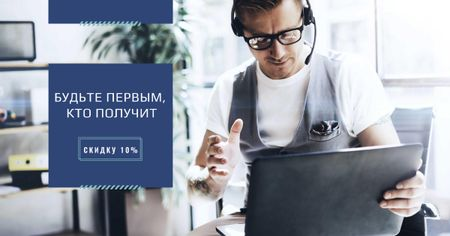 Consultant working on Laptop Facebook AD – шаблон для дизайна