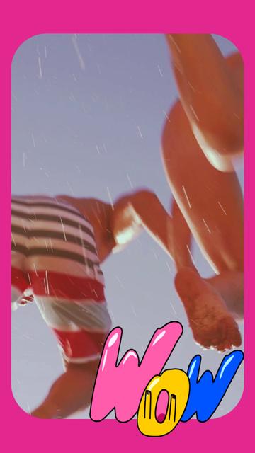 Ontwerpsjabloon van TikTok Video van Happy Couple jumping into Water