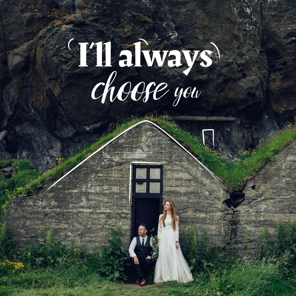 Romantic Couple celebrating Wedding on Nature Instagram Modelo de Design