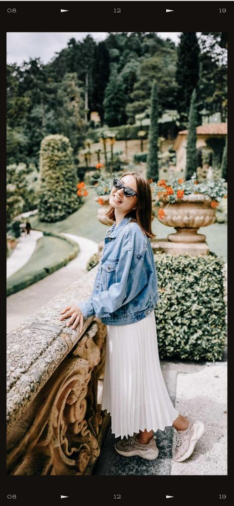 Template di design Girl on Walk in scenic park Snapchat Moment Filter