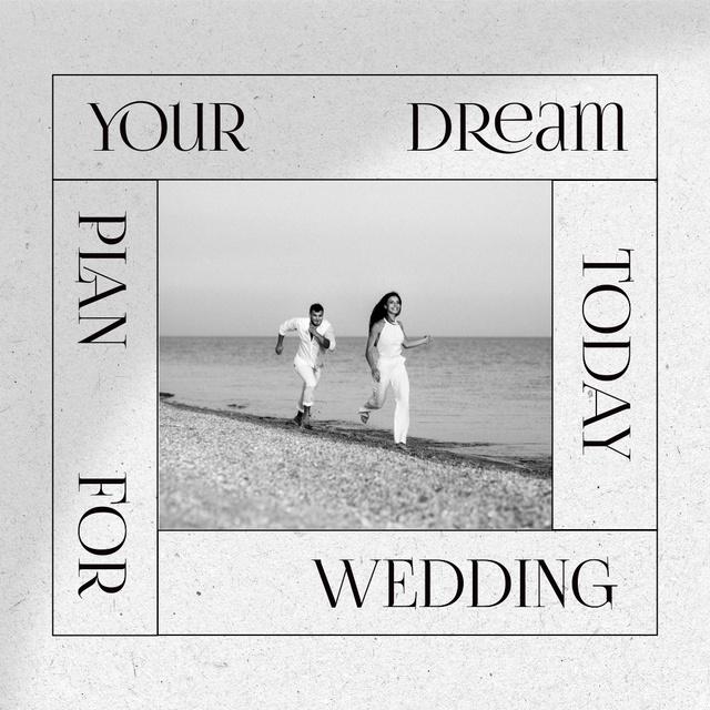 Wedding Announcement with Happy Couple on Beach Instagram – шаблон для дизайну