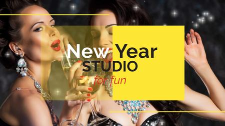 Template di design Women celebrating New Year Youtube