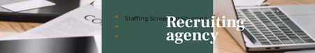 Plantilla de diseño de Recruiting Agency profile on office table LinkedIn Cover