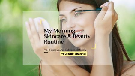 Beauty Blog Ad with Woman Applying Mascara Youtube Modelo de Design